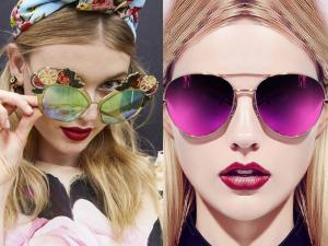 Merginos su spalvotais veidrodiniais saulės akiniais